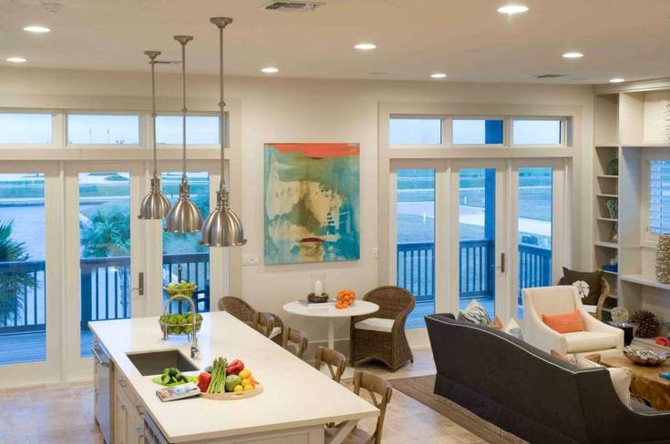 Houston interior designer Courtnay Tartt Elias nurtured a coastal vibe in this beach home, using soft neutrals, accents of blue and pops of orange. Photo: David Schutts