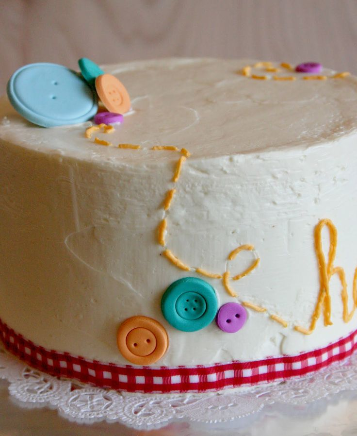 cute as a button cake; love the stitches on here