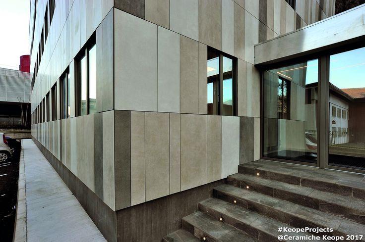 Scopri il progetto di Ceramiche Keope per l'azienda Isolcell: 6 diverse collezioni in gres porcellanato per vestire sia la facciata esterna sia i pavimenti interni dell'edificio.