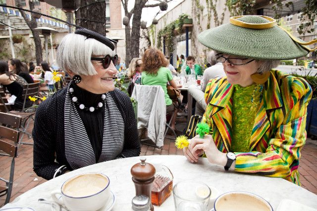 """Valerie and Jean the """"Idiosyncratic Fashionistas"""" -- so cute!The Women, Ageless Beautiful, Fashion Style, Age Stylish, Fashion Tips, Vintage Hats, Older Women, Women Age, Idiosyncrat Fashionista"""