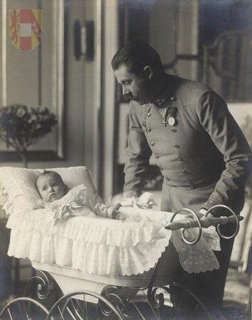 Franz Ferdinand with little Sophie (1901)