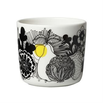 Enjoy your morning coffee in the Siirtolapuutarha coffee cup by Marimekko. The cup is made of stoneware with a design by Sami Ruotsalainen and décor by Maija Louekari. The Siirtolapuutarha range is one of Marimekko's most popular ranges through time and the pattern is available on a number of products, including fabrics, cushion covers, umbrellas and more!