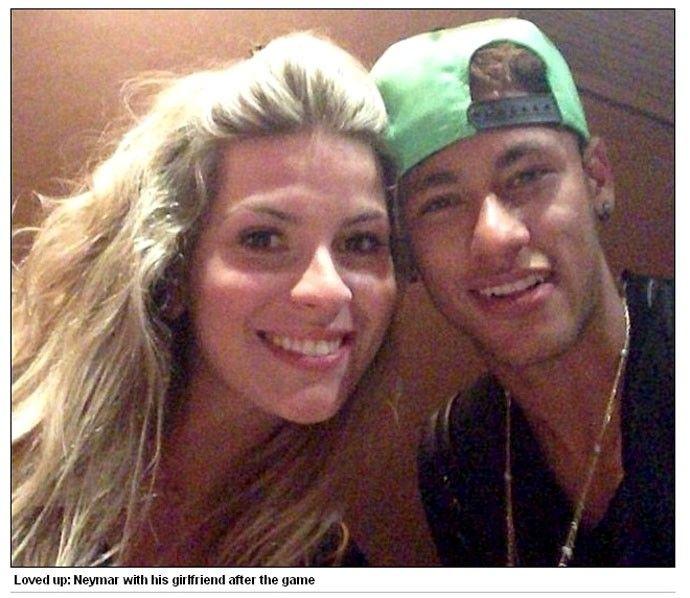Jornal confunde namorada de Neymar com amiga (Foto: Reprodução / Daily Mail)