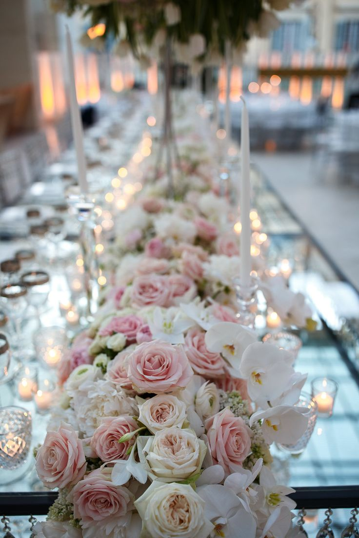 #federicaambrosinifloraldesign #floraldesign #flowers #flower  #wedding #weddingday #weddingideas #corsage #davidaustin #roses #table#englishroses #imperialtable #brideandgroom #crystals