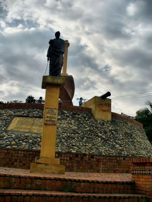 Columna de bolivar, Cúcuta  #soloprivilegios comparte para ti https://twitter.com/hotelcasinoint http://www.hotelcasinointernacional.com.co/ https://www.facebook.com/hotelcasinointernacionalcucuta