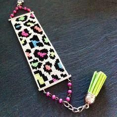 Bracelet tissé à la main motif léopard. Composé de perles Miyuki Rose, orange, bleu, vert, jaune ...