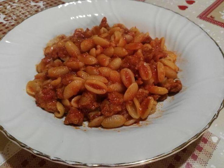 """Un sugo buonissimo con salsiccia e zafferano che in Sardegna si usa per condire i gnocchetti sardi: i cosiddetti """"Gnocchetti sardi alla campidanese""""!!."""