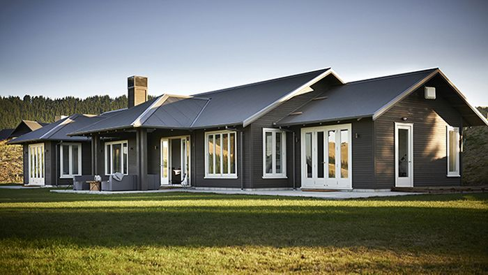 Weekend dreaming for your Monday - this black barn retreat in Hawke's Bay, by NZ architectural designer Andy Coltartfrom Fancy NZ Design Blog