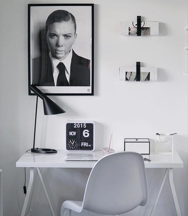 Office en blanco y negro con AJ de Louise Poulsen