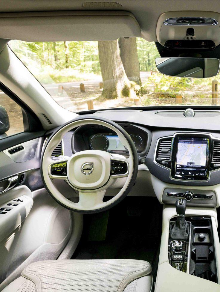 VOLVO XC 90 D5 AWD ET FRANÇOISE BOURDIN - Addict aux SUV, la romancière  aux 9millions de livres vendus puise dans l'automobile une source d'inspiration.