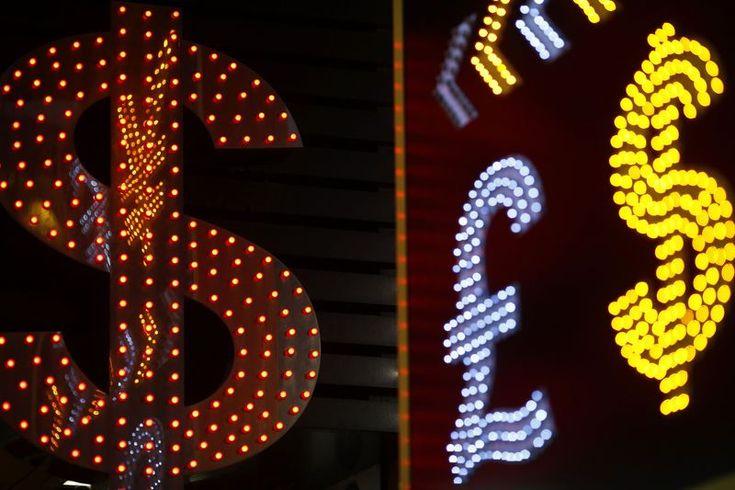 © Reuters.  Dollar index pares earlier losses vs. rivals, focus on ECB