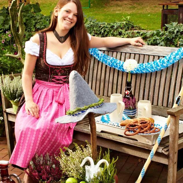 Oktoberfest-Deko aus Heidepflanzen für Terrasse und Balkon