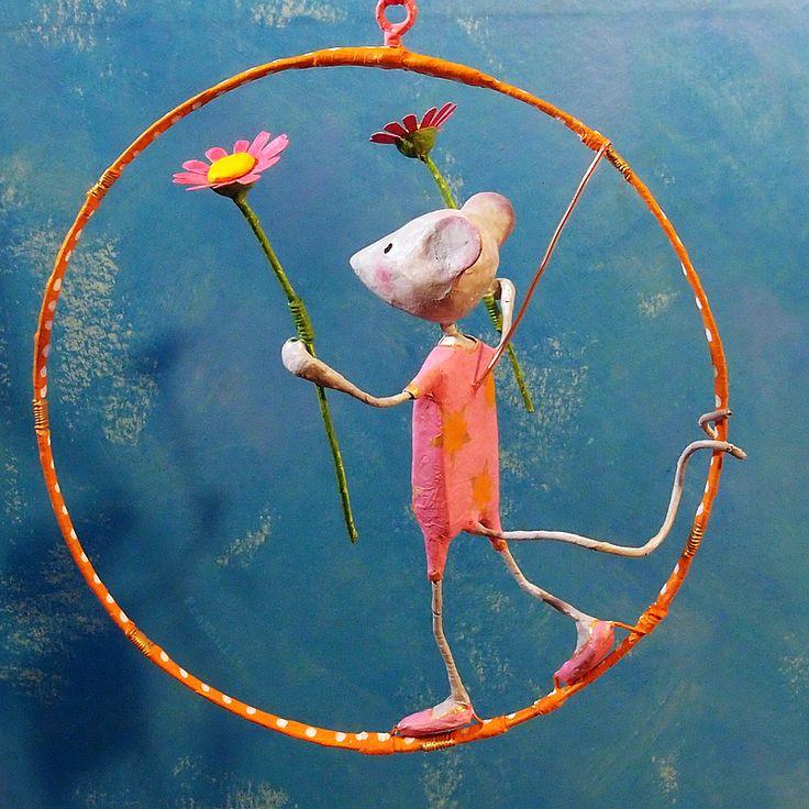 Mobile poétique M'zelle Prudence, petite souris funambule. Création Françoise Bernier / FraNbulle