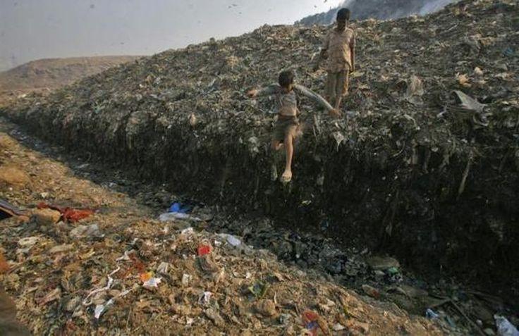 Parques infantiles contaminados- Nueva Delhi (Líquido toxico en un relleno sanitario)