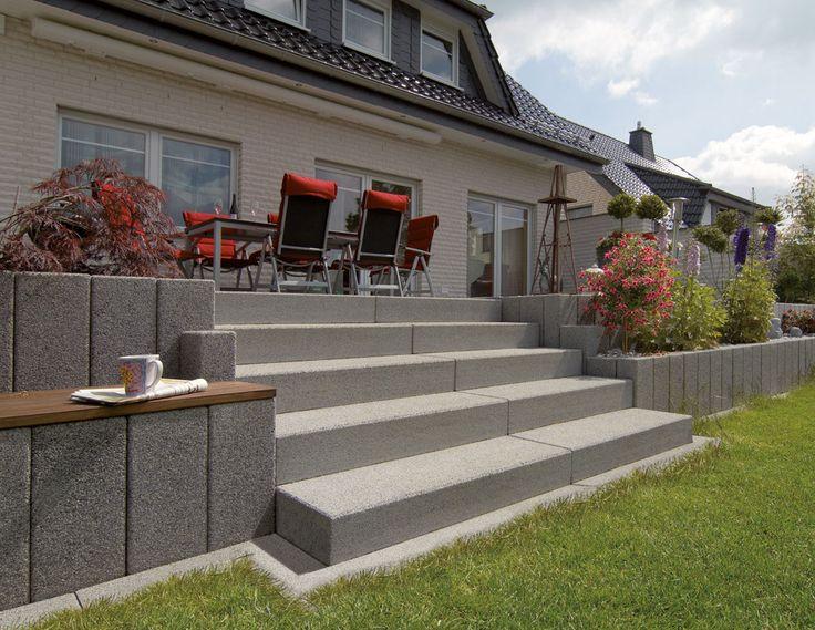 Vianova®-Stufen – Die schlichte aber edle Ausstrahlung und die hochwertigen Oberflächen aus Natursteinkörnung machen diese Stufen zur perfekten Lö…
