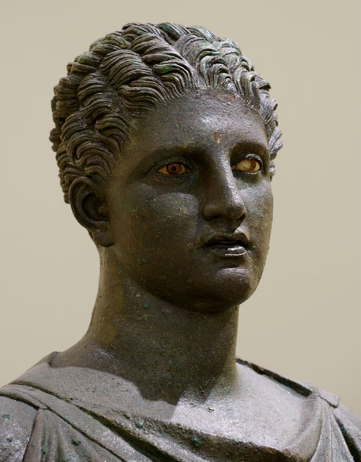 Artemis (close-up). Bronze. Mid-4th century BCE. Inv. No. 4647. Athens, Archaeological Museum of Piraeus. (Photo by I. Sh.).