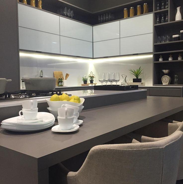 """3,243 Likes, 19 Comments - Arq•Décor•Casa•Home•Interior (@bloghomeidea) on Instagram: """"Mix do cinza e branco, com o toque do amarelo na cozinha.  É a @designweekendsp apresentando…"""""""