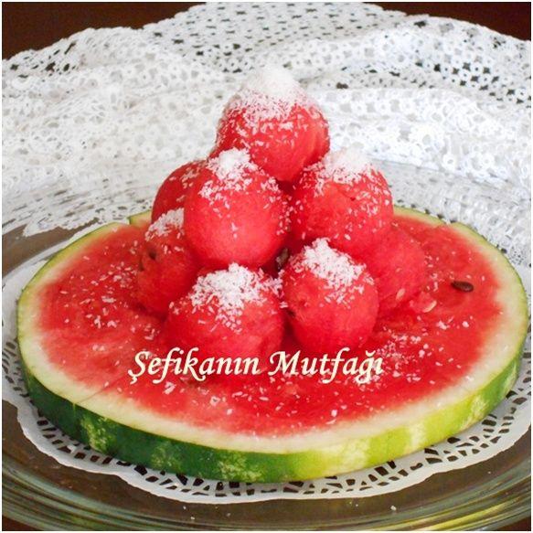 #Ramazan manisiz olmaz :) Ramazanım merhaba,Bizlere verdin sefa,Rabbimize hamdolsun,Her nefeste bin defa. Bu sıcaklarda iftarda engüzel doğal tatlı bence #karpuz #meyva #lezzet #watermelon