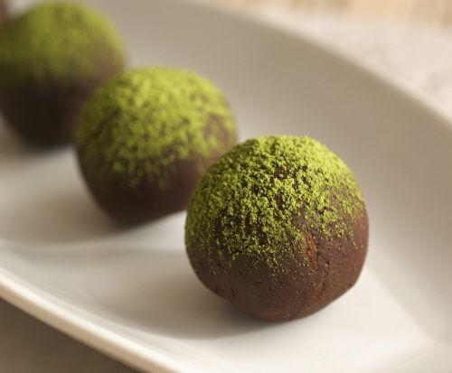 Matcha-Bittersweet Chocolate Truffles