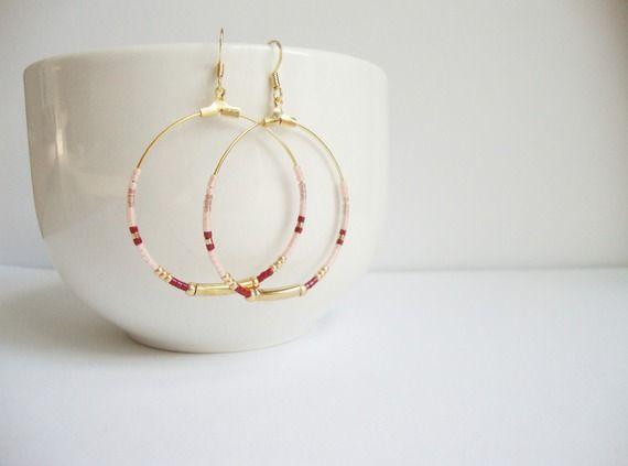 Créoles minimalistes perles miyuki saumon pastel, bordeaux et doré avec tube et rocaille dorés