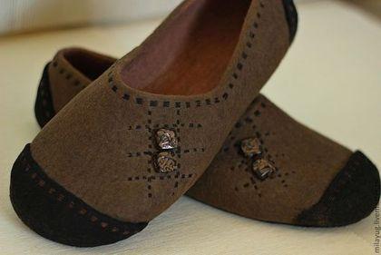 """Обувь ручной работы. """"Американо"""" мужские валяные тапочки. МилаЮг              авторская обувь. Интернет-магазин Ярмарка Мастеров. Кофейный"""
