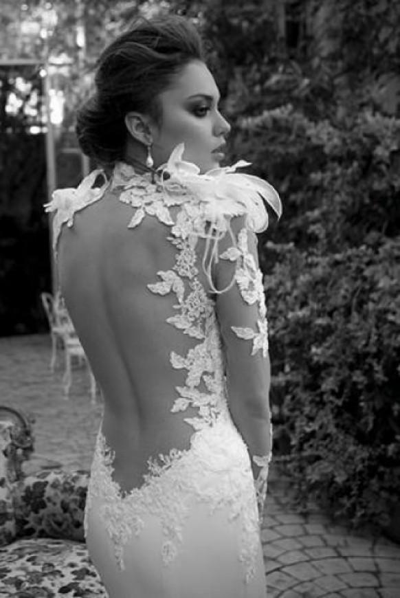 Weddbook ♥ dos nu sexy et robe de mariée plumes. Spécial robe de mariée de conception.   Dentelle dos nu feather