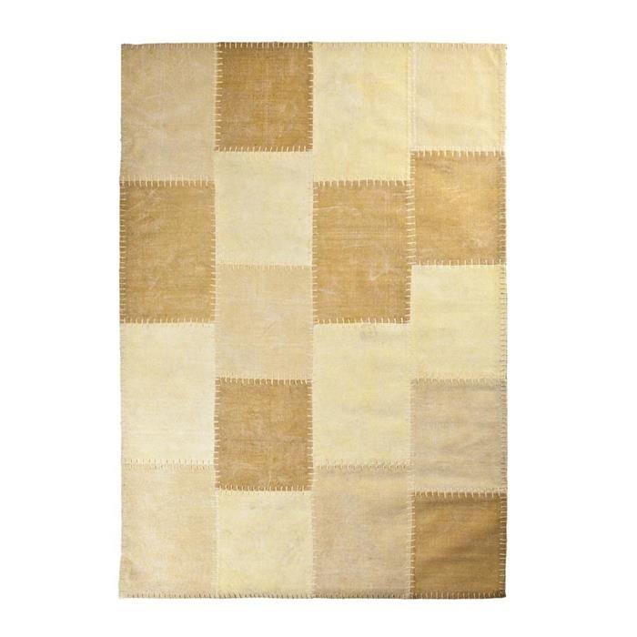 By-Boo tapijt Mono Patchwork stof geel 200x290cm  Description: Met dit By-Boo tapijt Mono Patchwork stof geel 200 x 290 cm creëer je een aangename sfeer in je woning. Dit tapijt is niet alleen mooi maar houdt je voeten ook lekker warm. Het tapijt is voorzien van een mooie hokjesprint. Het is gemaakt van stof en heeft een afmeting van 200 x 290 cm. Dit tapijt staat perfect in zowel je woon- als slaapkamer. Zo kun je het in je woonkamer bij de bank neerleggen of in je slaapkamer naast het bed…
