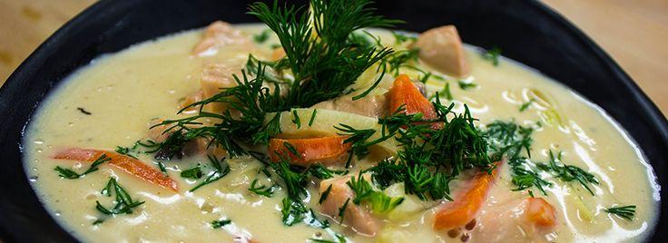 Laxsoppa med vin, grädde & krispiga grönsaker
