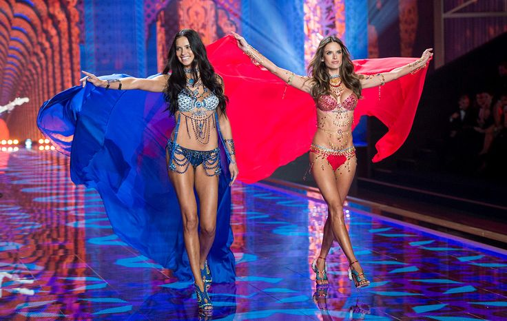 Adriana Lima y Alessandra Ambrosio: http://www.gq.com.mx/mujeres/articulos/desfile-victorias-secret-fashion-show-2014-en-londres-inglaterra/3351