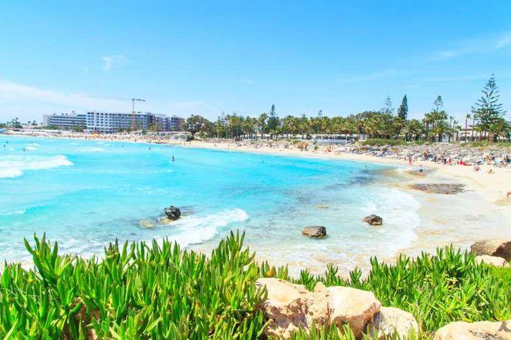 Ayia Napa: Consideradas as praias mais visitadas e bonitas de Chipre, Ayia Napa é conhecida por suas... - Shutterstock