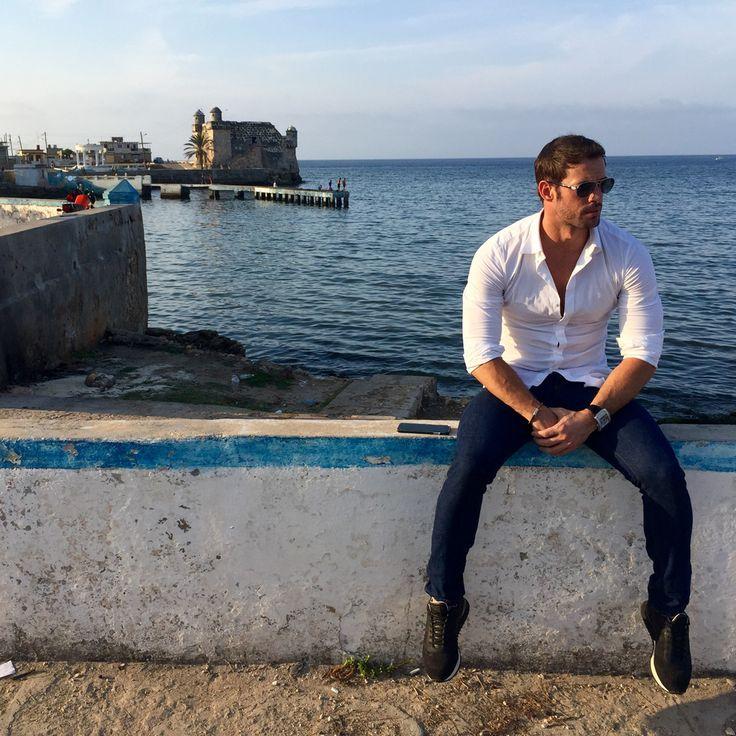 Calurosa bienvenida a William Levy en un barrio de Cuba