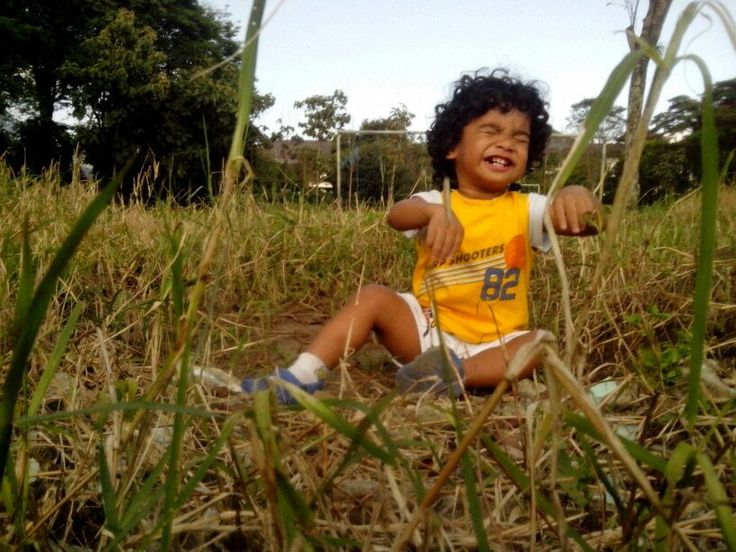 Grass and me by Enosh Maukary on 500px