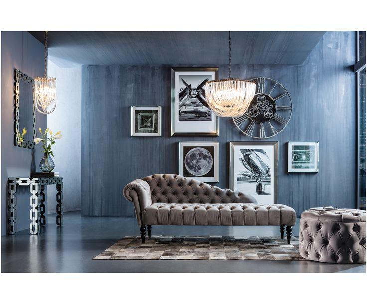 Machen Sie Ihre Wohnung mit dem geknöpften Samt-Hocker Chest Desire in Silber-Grau zur glamourösen Wohlfühloase. Entdecken Sie weitere Möbel von KARE auf >> WestwingNow.