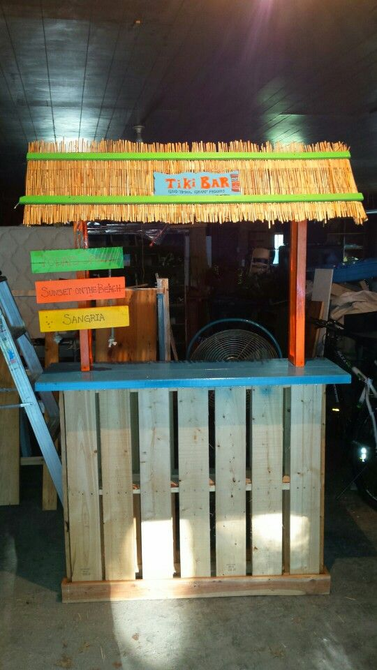Tiki bar two wood pallets scrap lumber spray paint for Building a tiki bar from pallets