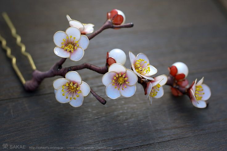 簪作家榮 2012白梅 簪 ひと枝 Japanese hair accessory -Japanese apricot Kanzashi- by Sakae, Japan   http://sakaefly.exblog.jp/   http://www.flickr.com/photos/sakaefly/