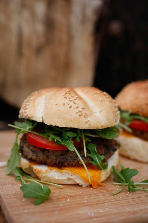 Wegetariańskie burgery z pieczarek i boczniaków