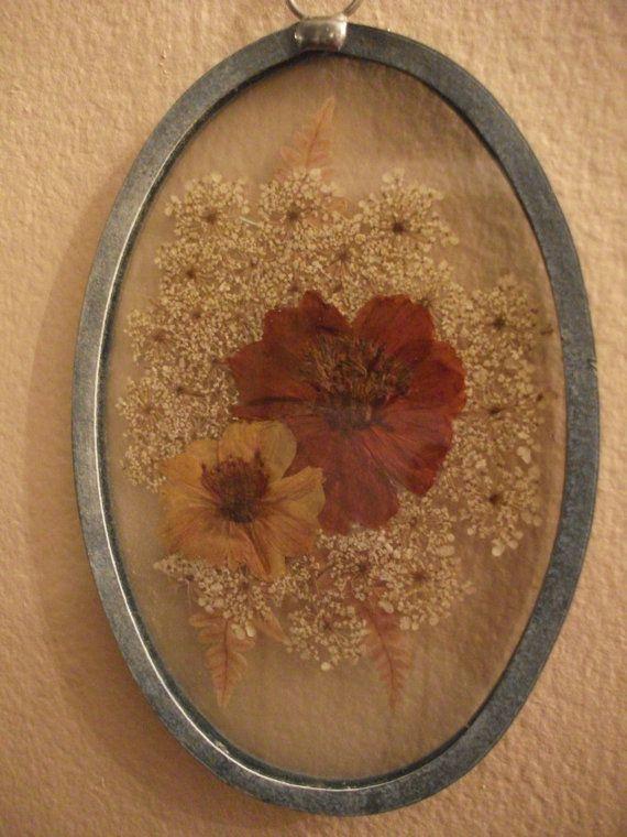 Prensado flores en marco Oval del Metal - hecho a mano
