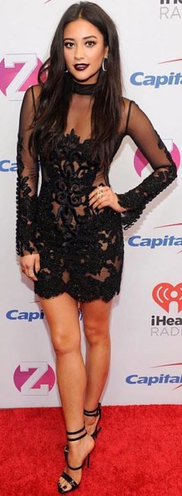 Shay Mitchell: Dress – Oglialoro Couture  Jewelry – Casa Reale  Shoes – Giuseppe Zanotti