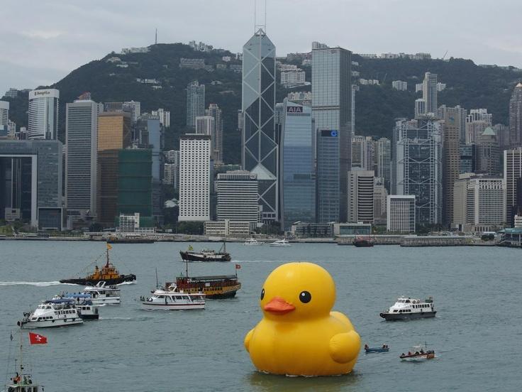 In de Victoria Harbour in Hong Kong - florentijn hofman Rotterdam/schiedam