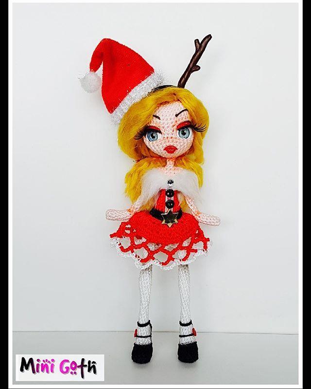 "Lady Christmas ""Mini Goth Collection"" Spécial command for Tan Swee Kim ! #christmas #merrychristmas #red #blonde #blond #pullip #blythe #blythedoll #monsterhight #barbie #doll #poupee #dollcustom #dollmaker #crochet #crochetbraids #crochetdoll #amigurumi #amigurumidoll #chibidoll #chibi #girly #beaty #love #japan #newyork #gay"