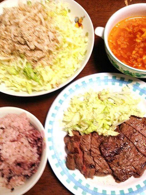 正月用のお肉がまだあるので、悪くなる前に調理 - 10件のもぐもぐ - またお肉 牛モモステーキ サラダ大根 白菜 削り節  トマトスープ by 4jinoanata
