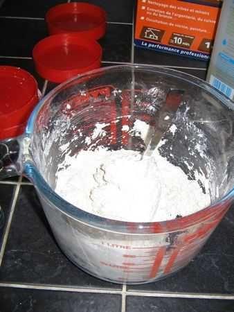 mélangez les ingrédients pour faire la pierre à récurer avec le blanc de meudon