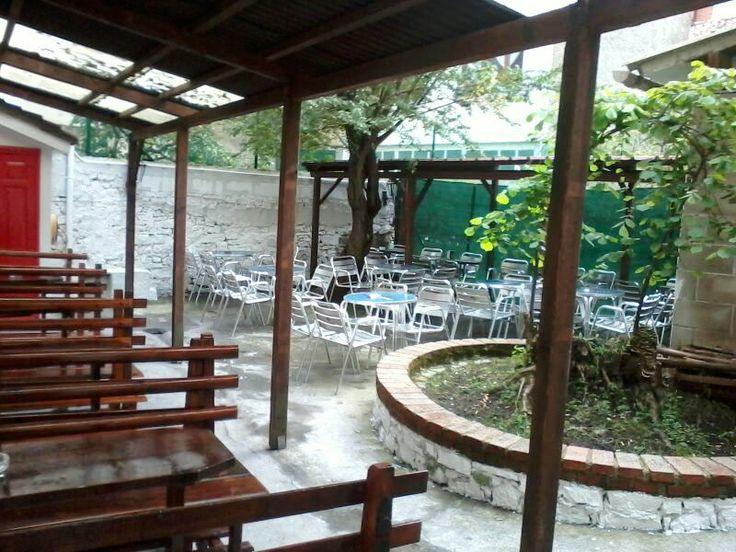 Terraza interior de La Botica Indiana de Villaviciosa tras las obras de remodelación. ¿Os gusta?