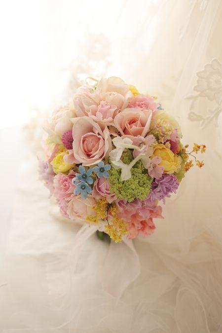 クラッチブーケ ホテルハイアットリージェンシー様へ ミックスカラー : 一会 ウエディングの花