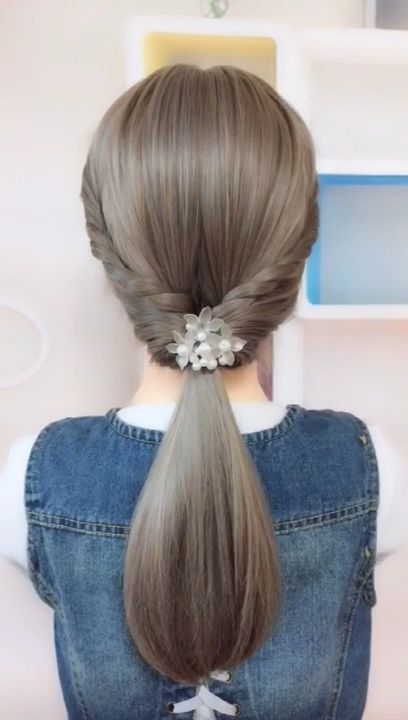 Simple low ponytail hairstyle. It's easy to learn.