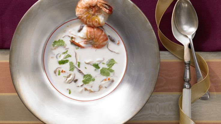 Würzig, mild und leicht süßlich: Kokos-Zitronengras-Suppe mit Garnelen | http://eatsmarter.de/rezepte/kokos-zitronengras-suppe#recipe-tabs