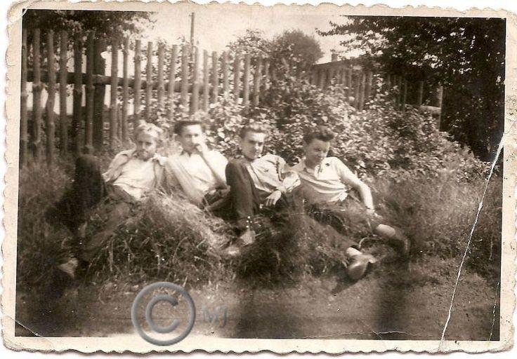 Młodzież pozująca do zdjęcia na Georgshutte.Lata 60 XX wieku.( fot.ze zbiorów Henryka Nikisza)