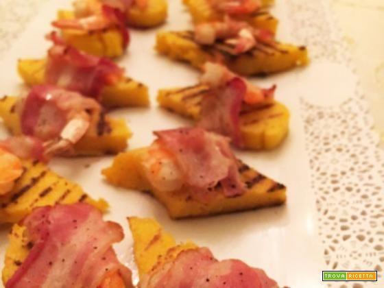 Crostini di polenta con gamberi e bacon - Ricetta