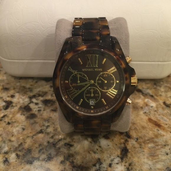 Michael Kors tortoise shell watch Brand new MK tortoise shell watch. Gold hands with matching Roman numerals. Comes with extra links. Cheaper on Ⓜ️. Michael Kors Accessories Watches