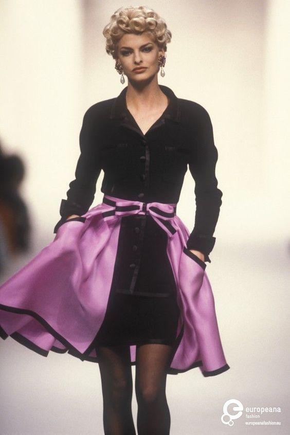 Chanel Fashion show 90S